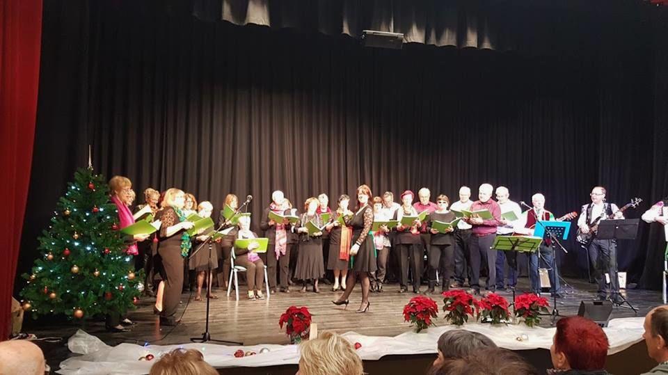Novoletni koncert pevskega zbora DCAdur ob spremljavi tria Klas v DCA Zalog