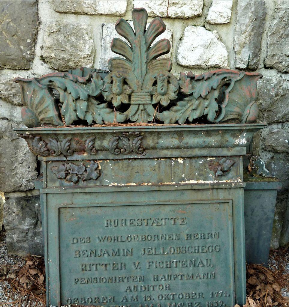 Novo mesto, pokopališče v Ločni, nagrobna plošča Benjamina Jelovška pl. Fichtenau