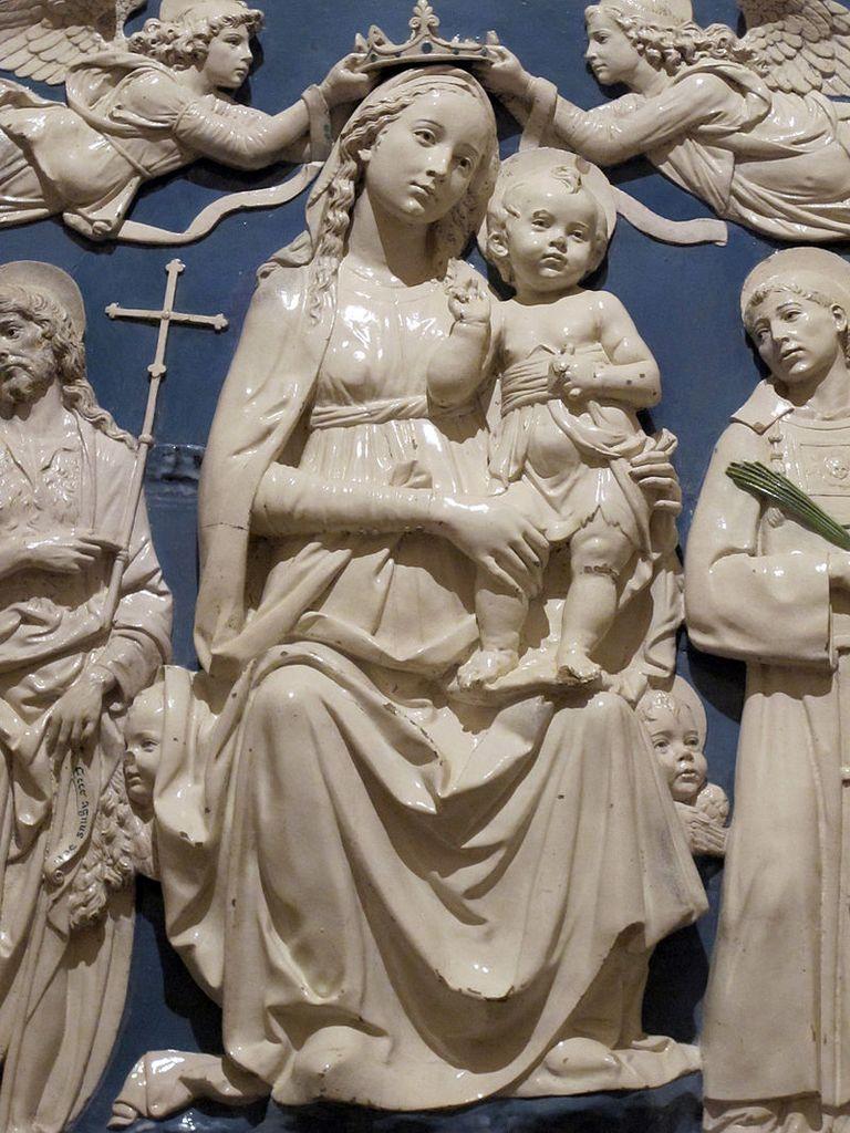 Firenze, Santa Croce, Cappella del Noviziato/ dei Medici, Andrea della Robbia, Marija z Detetom, izrez (https://commons.wikimedia.org/wiki/File:Andrea_della_robbia,_madonna_col_bambino_e_santi,_cappella_del_noviziato,_1480_ca._05.JPG#/media/File:Andrea_della_robbia,_madonna_col_bambino_e_santi,_cappella_del_noviziato,_1480_ca._05.JPG, junij 2019)