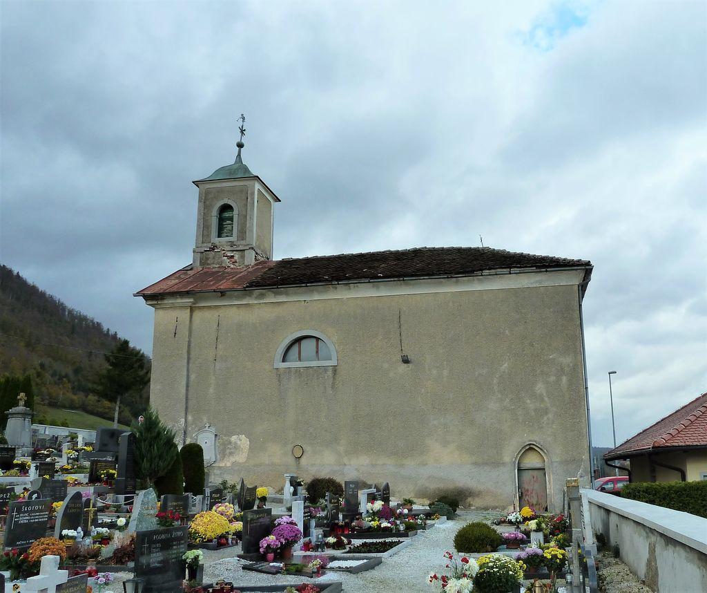 Pogled na pokopališko kapelo z juga (foto: S. K.)