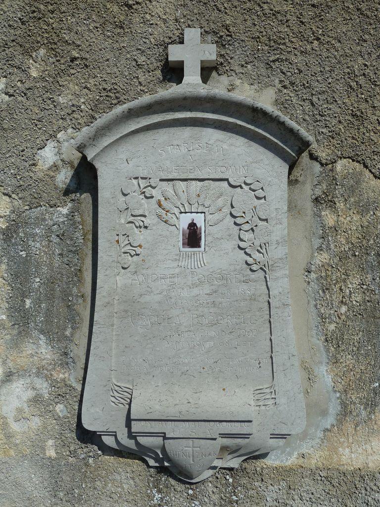 Nagrobna plošča Uršule Pogorelc (foto: S. K.)
