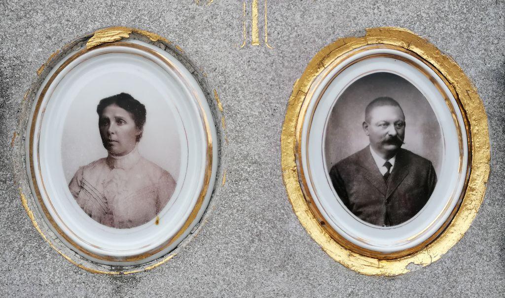 Ivana in Julij Lenassi, keramična portreta (foto: S. K.)