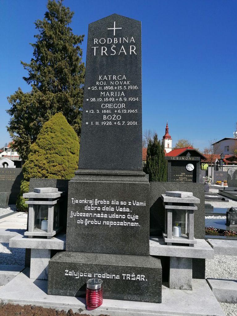 Nagrobni spomenik Tršar v Dolnjem Logatcu (foto: S. K.)