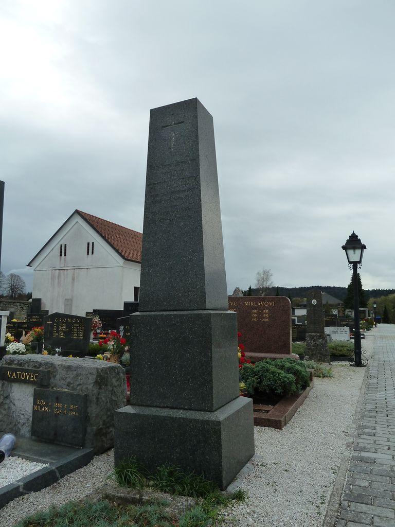 Nagrobni spomenik Frana Gerdadolnika v Dolnjem Logatcu (foto: S. K.)