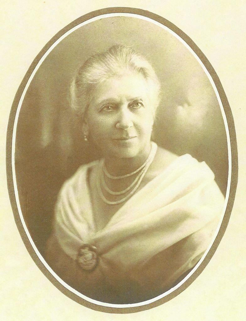 Ana Lenarčič v poznih zrelih letih (fotografija iz osebnega arhiva Danijela Cvetka)