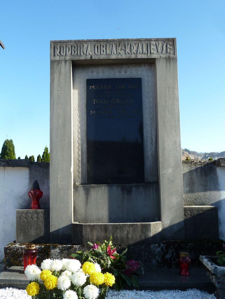 Franjo Kunovar ml., nagrobni spomenik družine Oblak–Kraljevše na vrhniškem pokopališču (foto: S. K.)