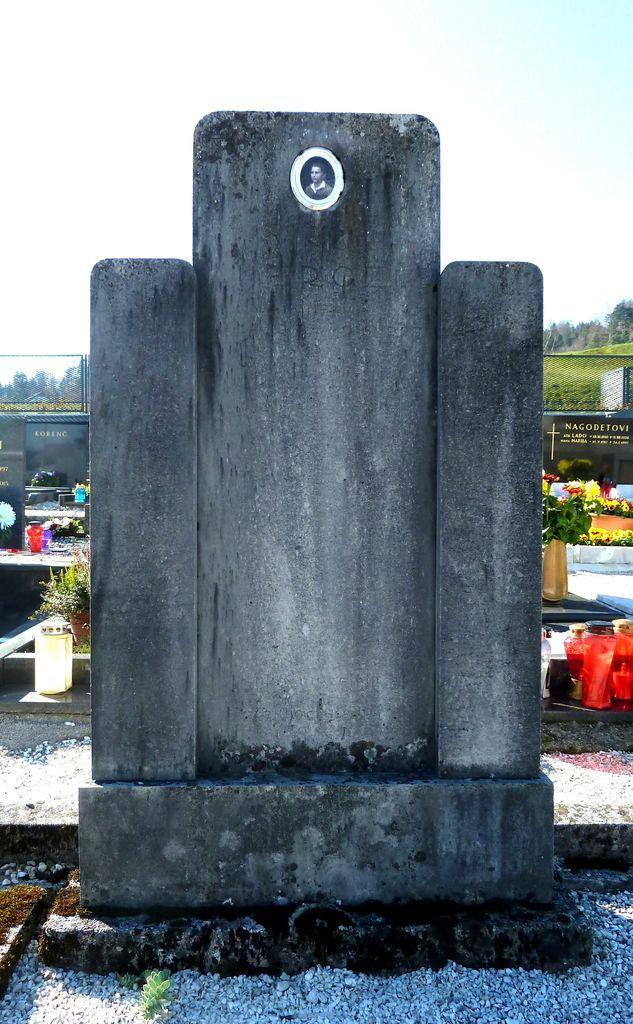 Franjo Kunovar ml., nagrobnik Vinka Ambrožiča na pokopališču v Gornjem Logatcu (foto: S. K.)