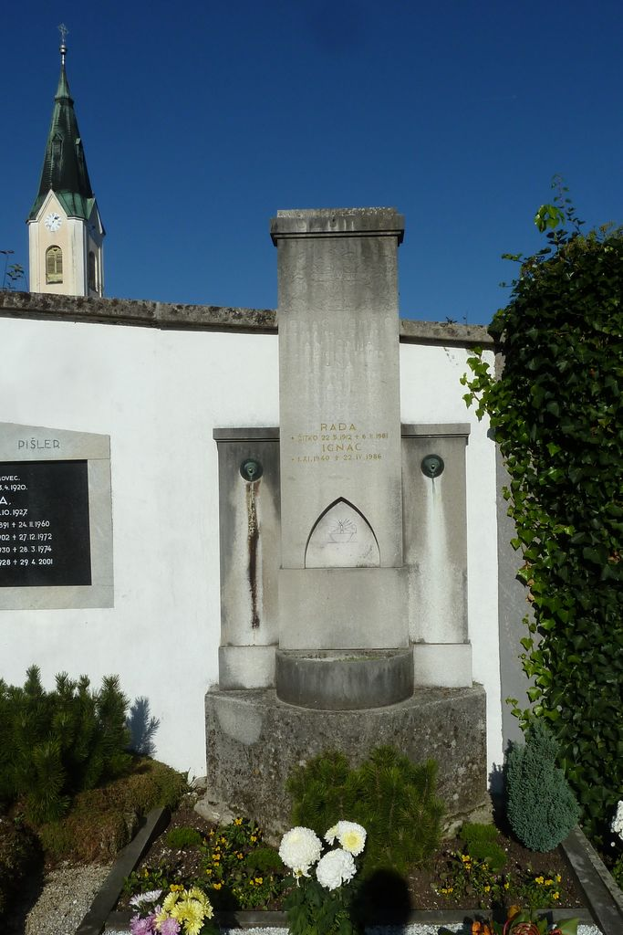Franjo Kunovar ml., nagrobni spomenik družine Kožuh na vrhniškem pokopališču (foto: S. K.)