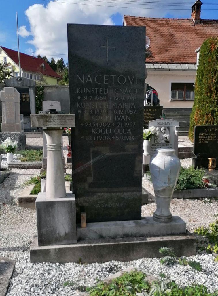 Franjo Kunovar ml., nagrobni spomenik Nacetovih na vrhniškem pokopališču (foto: S. K.)