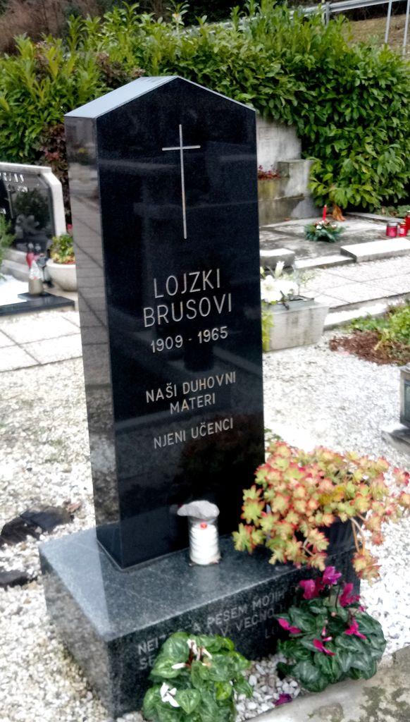 Nagrobni somenik Alojzije Brus na pokopališču v Solkanu (foto: Bojan Klemenčič)
