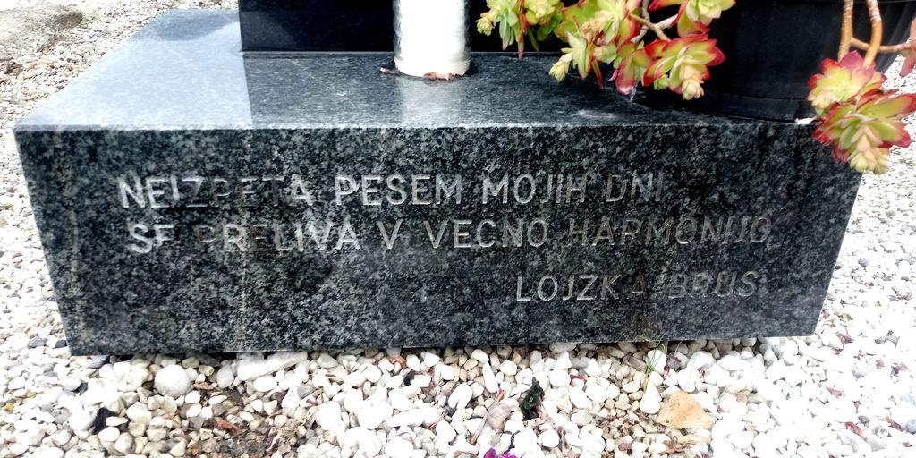 Napis na podstavku nagrobnega spomenika Alojzije Brus (foto: Bojan Klemenčič)