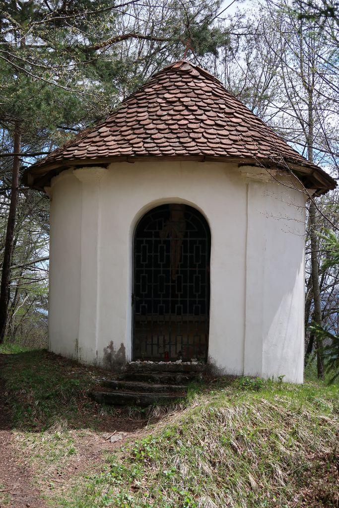 8.Kapelica na Planinski gori v neposredni bližini romarske cerkve (foto: S. K.)