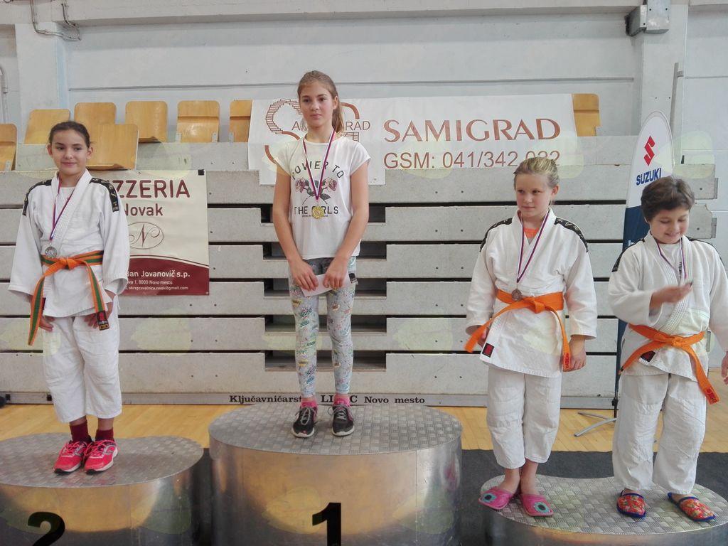 Pokal Novega Mesta 28.10.2017: Lina Makek, 2. mesto v svoji kategoriji pri mlajših deklicah (U 12), Neža Primc, 3. mesto v svoji kategoriji pri mlajših deklicah (U 12)