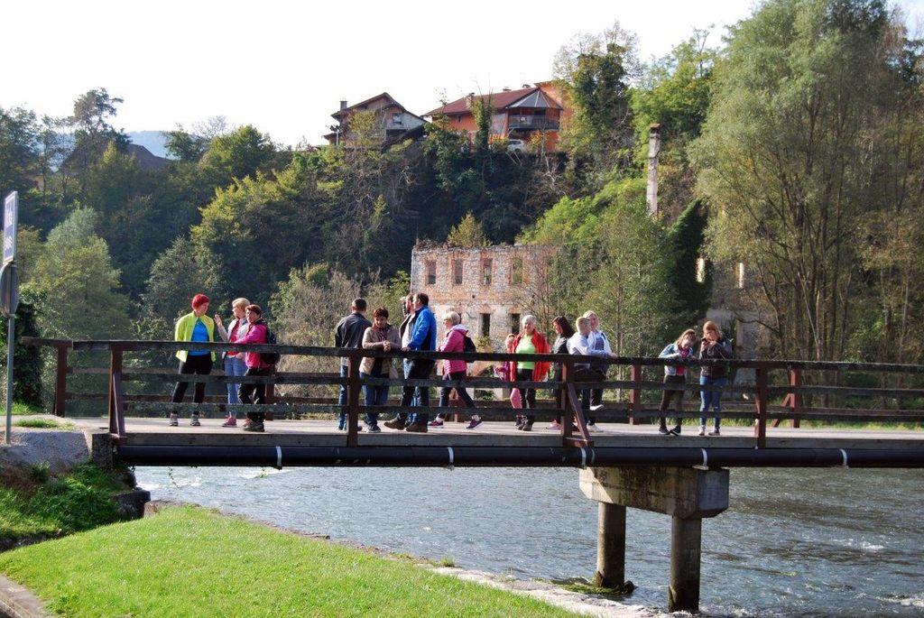 Belokranjci in Podgorci v Suhi krajini po dolini reke Krke