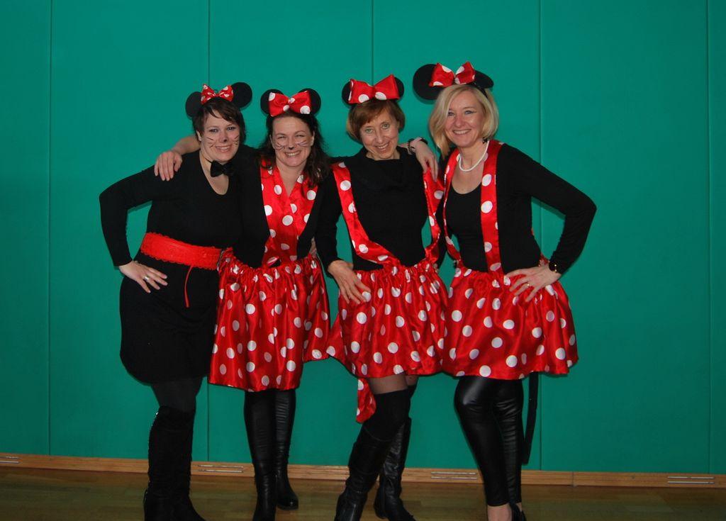 Dvorske Miki miške ponovno razveselile suhokranjske otroke