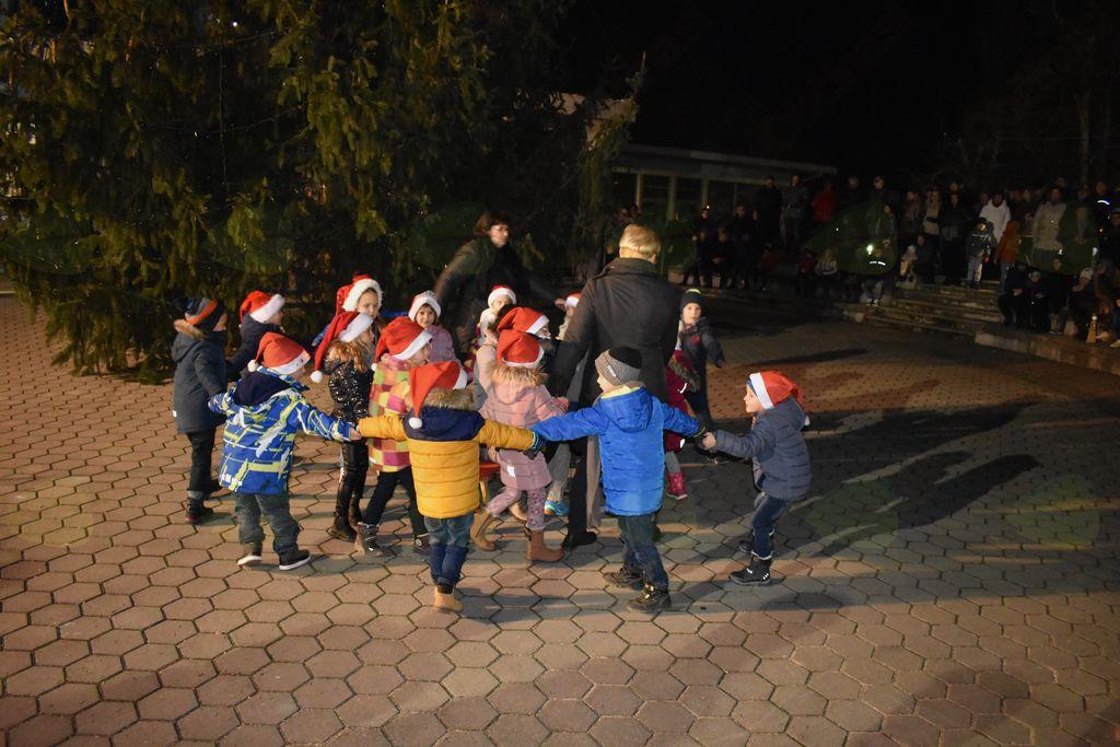 Postavitev božičnega drevesa 2018