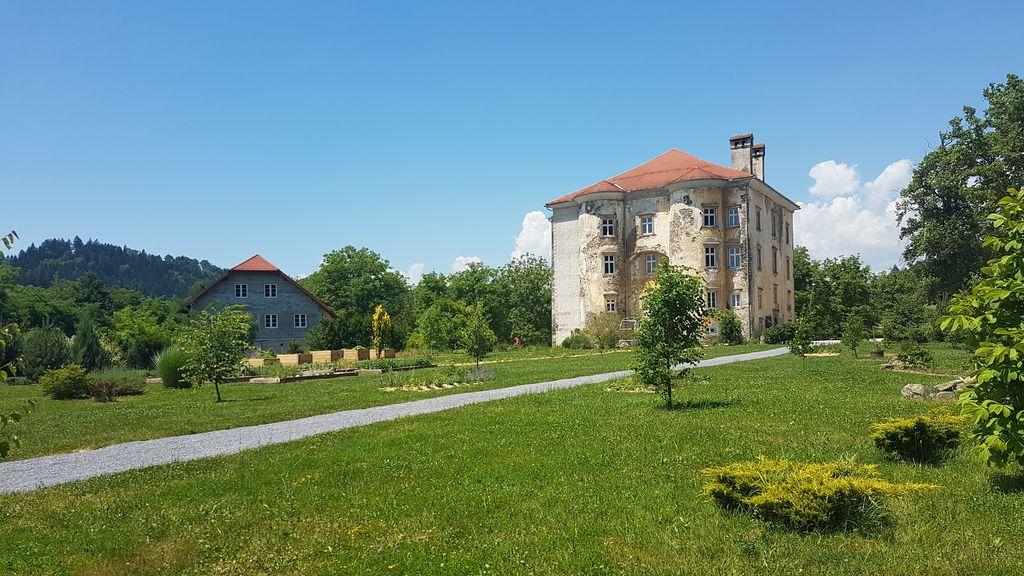 Zaključno snemanje odaje V grajskem parku ob dvorcu Tabor