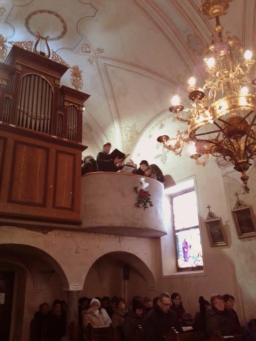Pevci  MPZ Franc Ksaver Meško in mešani cerkveni zbor sv. Roka, pod vodstvom zborovodje Matjaža Petriča so se združili na koru in sodelovali pri maši. (Foto Igor Hovnik)