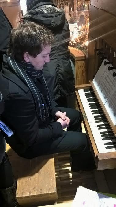 Na orglah pa  je pevce spremljal organist Janez Glasenčnik (Foto Janez Poplaz)