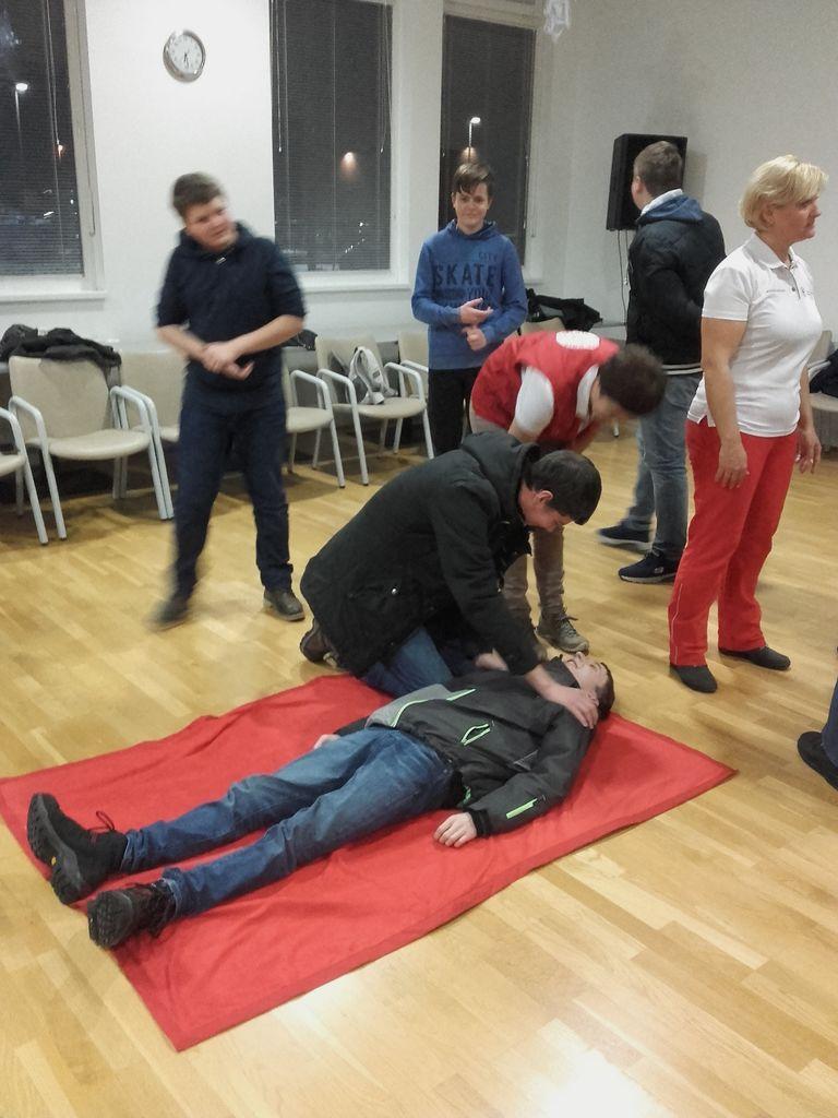 Mladina PGD Vnanje Gorice se je učila oživljanja