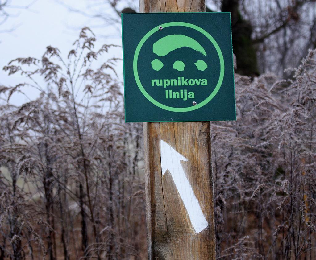 Nova tematska pot je dobro označena, simbol poti je kupola bunkerja s tremi strelnimi linami