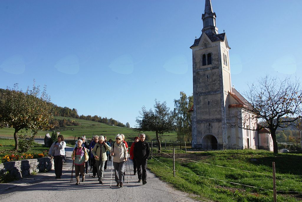 Pri Sv. Martinu v Vrčicah smo pričeli s pohodom na Mirno goro