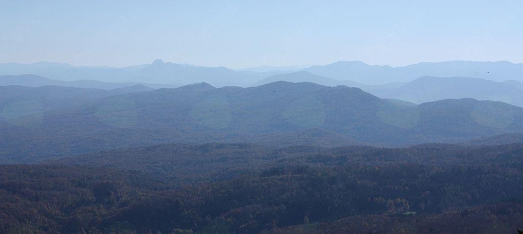 Razgled izpred doma na Mirni gori je segal do Kleka in Bjelolasice  v Gorskem Kotarju
