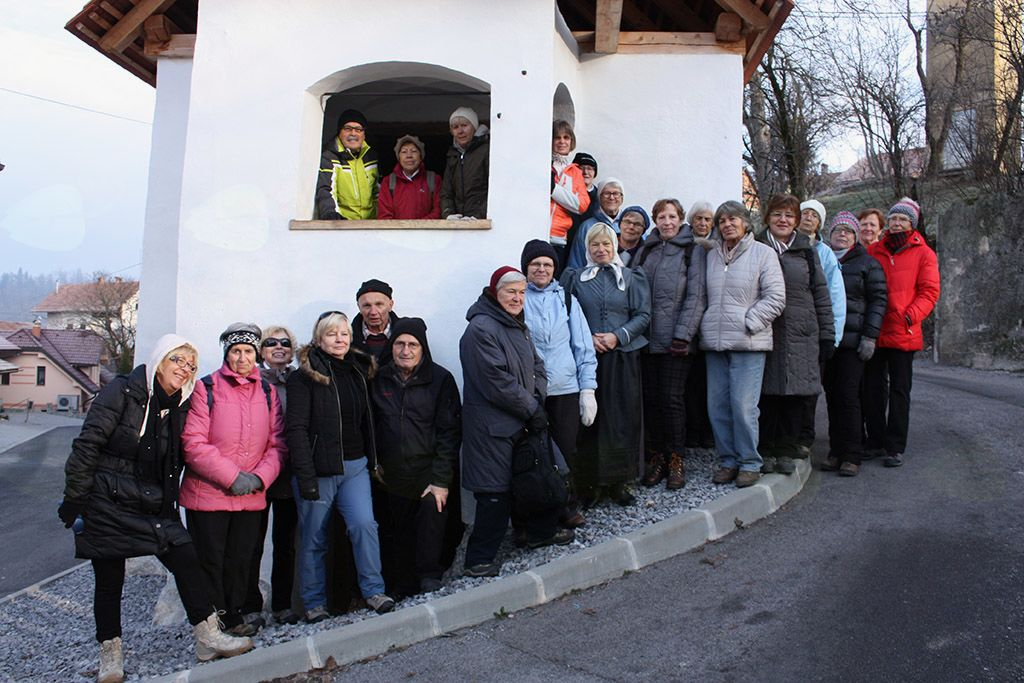 Pohodniki Svizci v pred staro-novo Lukacovo kaščo