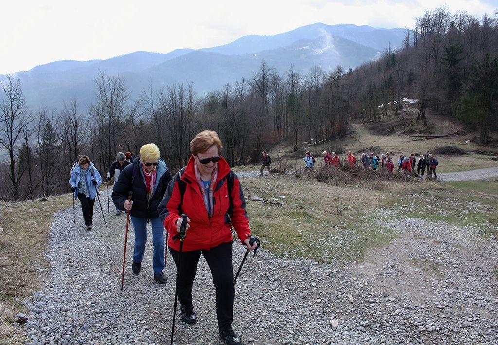 Krimsko pogorje v ozadju je bilo še zasneženo, pot na Sv. Ano pa kopna