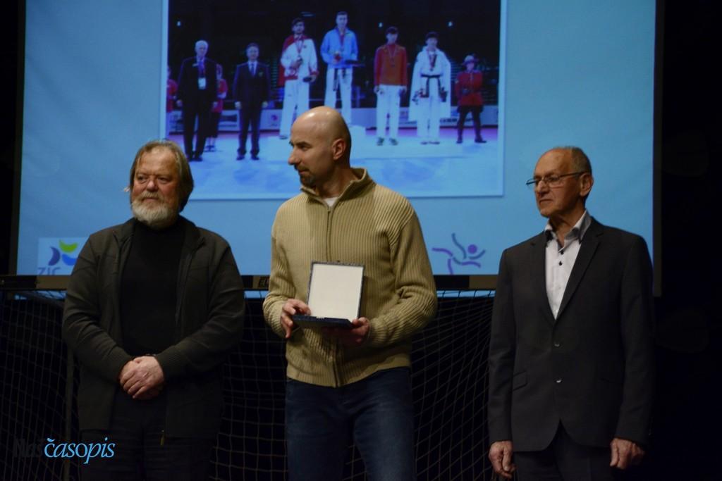 Namesto Patrika Divkovića (Taekwando klub Tempo Logatec) je priznanje prevzel oče in trener Goran Divković