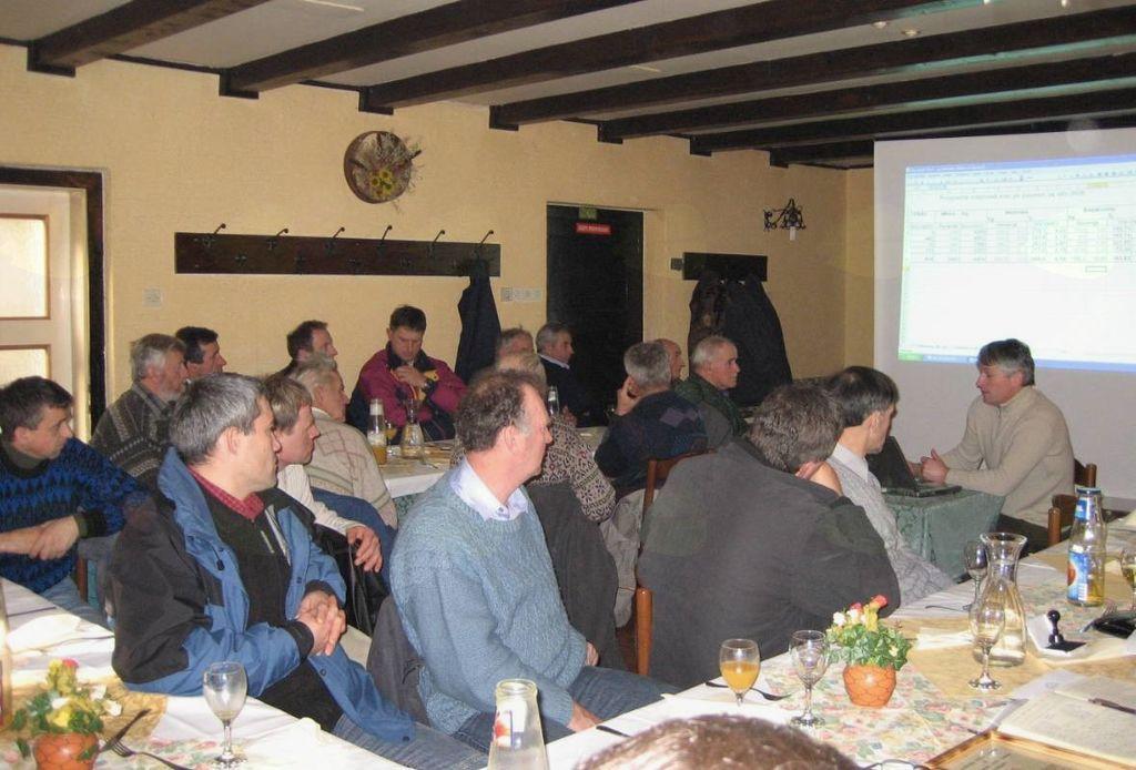 Na sestanke članov društva so povabljeni tudi predstavniki strokovnih služb (fotografija: N. Gabrenja)