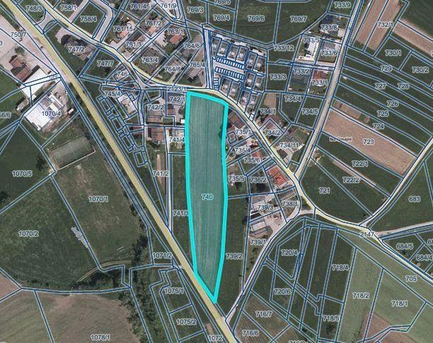 Občina prodaja nezazidano stavbno zemljišče na Šujici