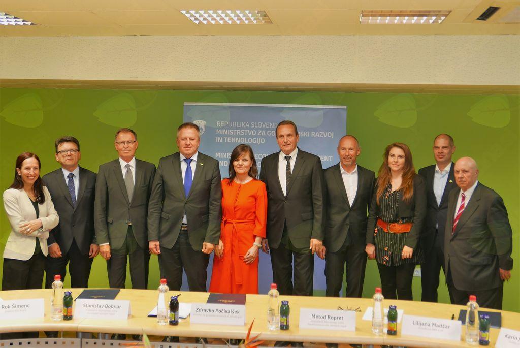 Podpis dogovora o razvoju regij
