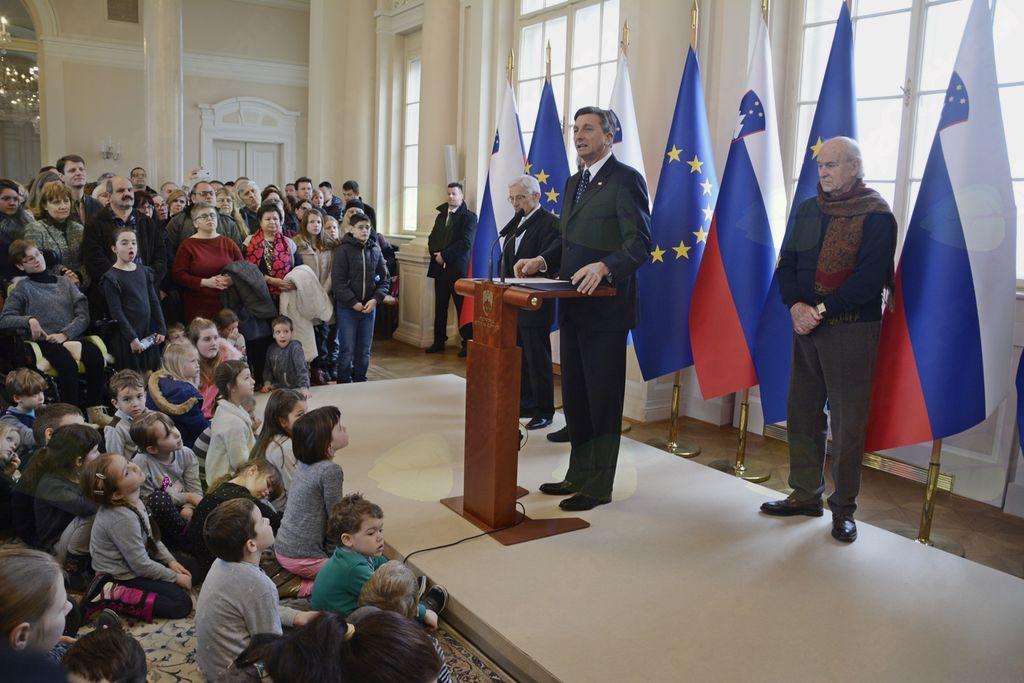 Predsednik RS Borut Pahor nagovarja zbrane v predsedniški palači.