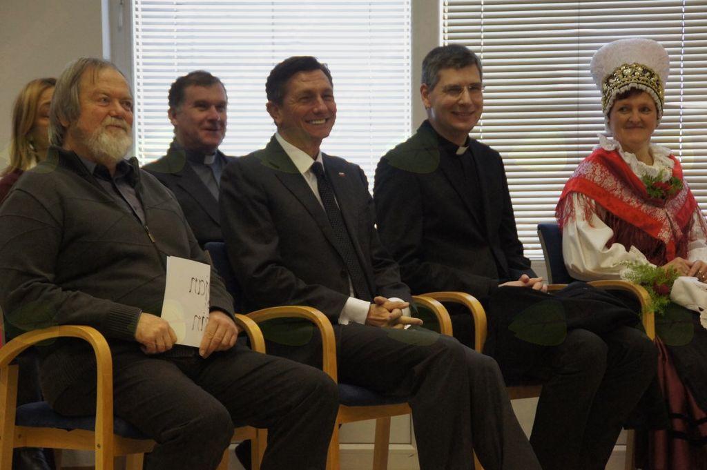Župan Stojan Jakin, predsednik Borut Pahor, župnik Mohor Rihtaršič in pedagoški vodja župnijskega vrtca Martina Trpin.