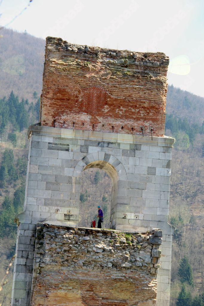Čiščenje stebra borovniškega viadukta