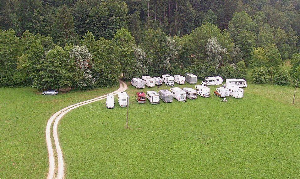 Avtodomarji obiskali borovniško dolino