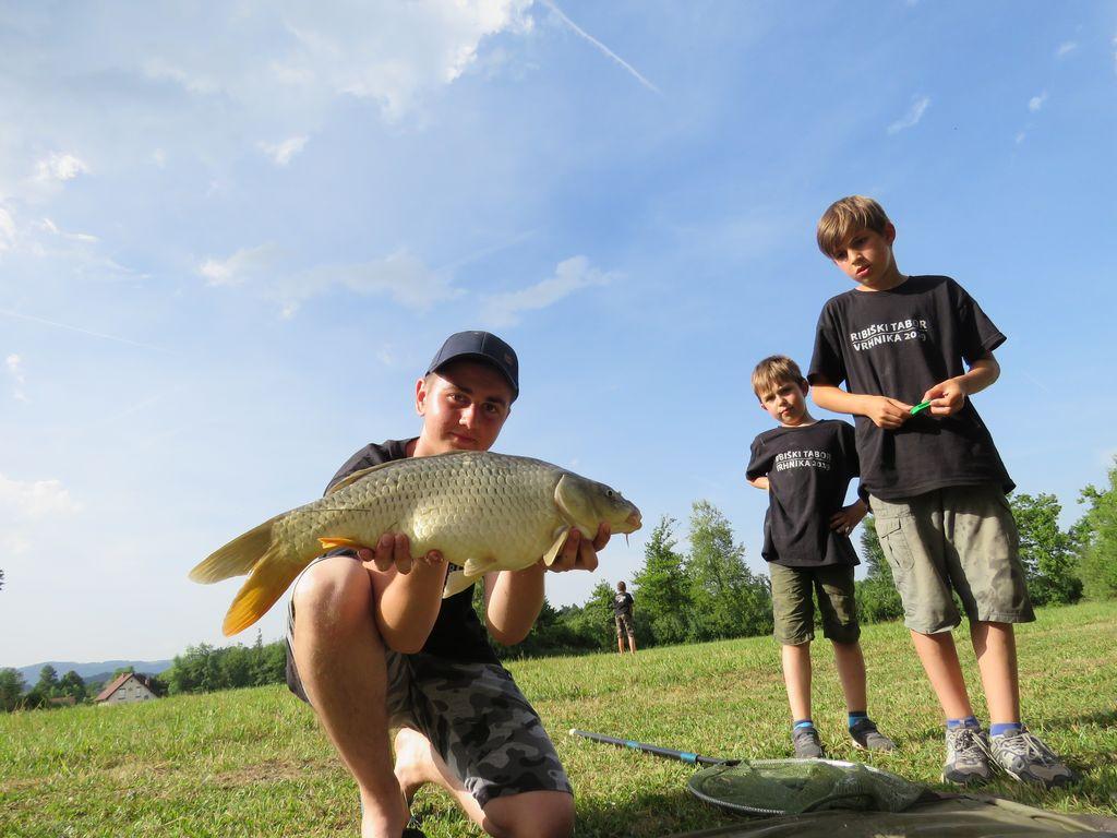 Mladinski ribiški tabor na Vrhniki