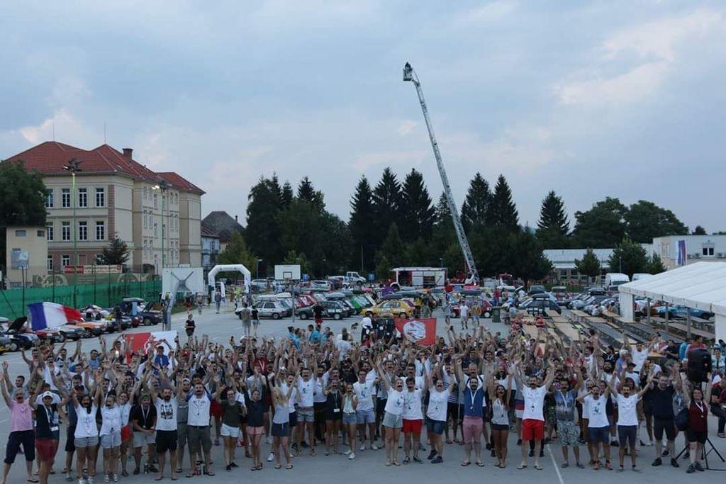 To sredo ponovno pridejo mladi Francozi z okoli 260 vozili