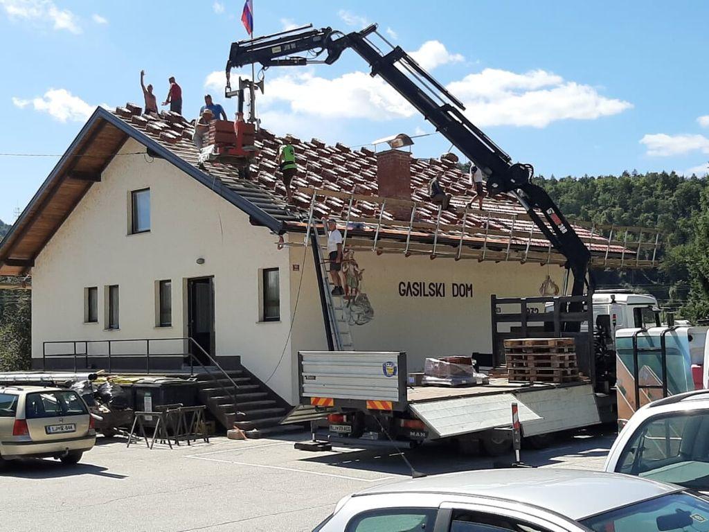 Prenova strehe gasilskega doma Vrzdenec