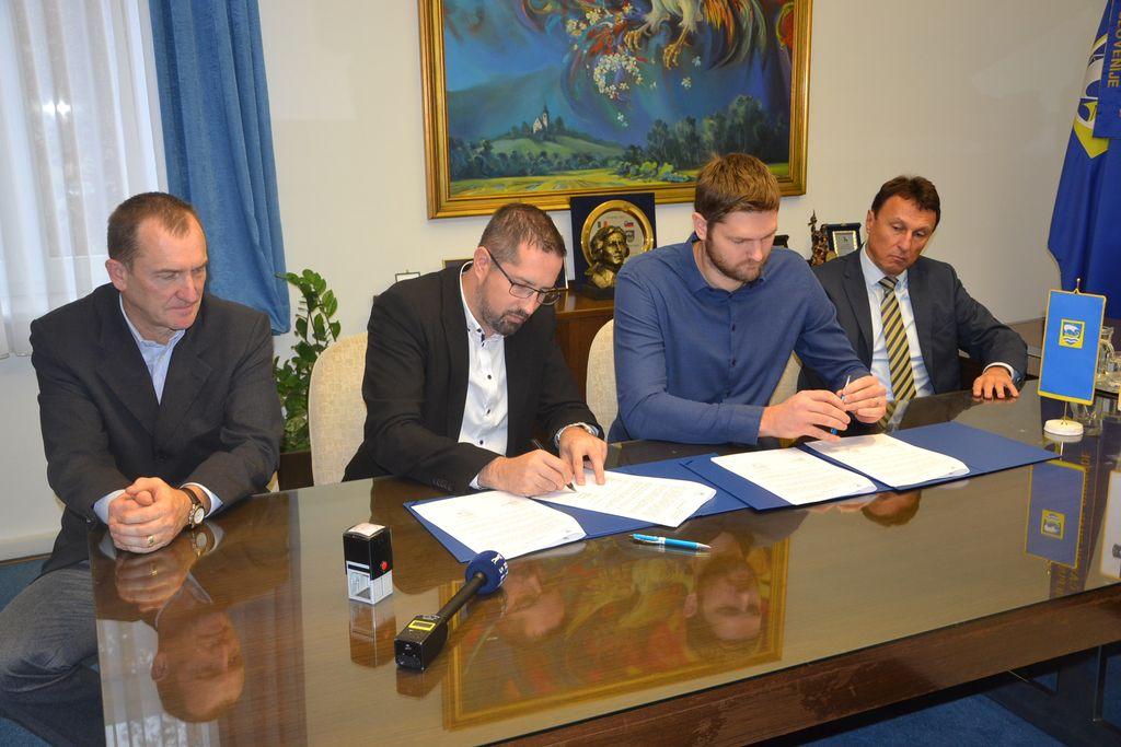 Podpis pogodbe z VG5