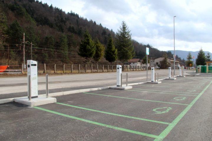 Poskusno obratovanje polnilnih postaj za električna vozila na P+R