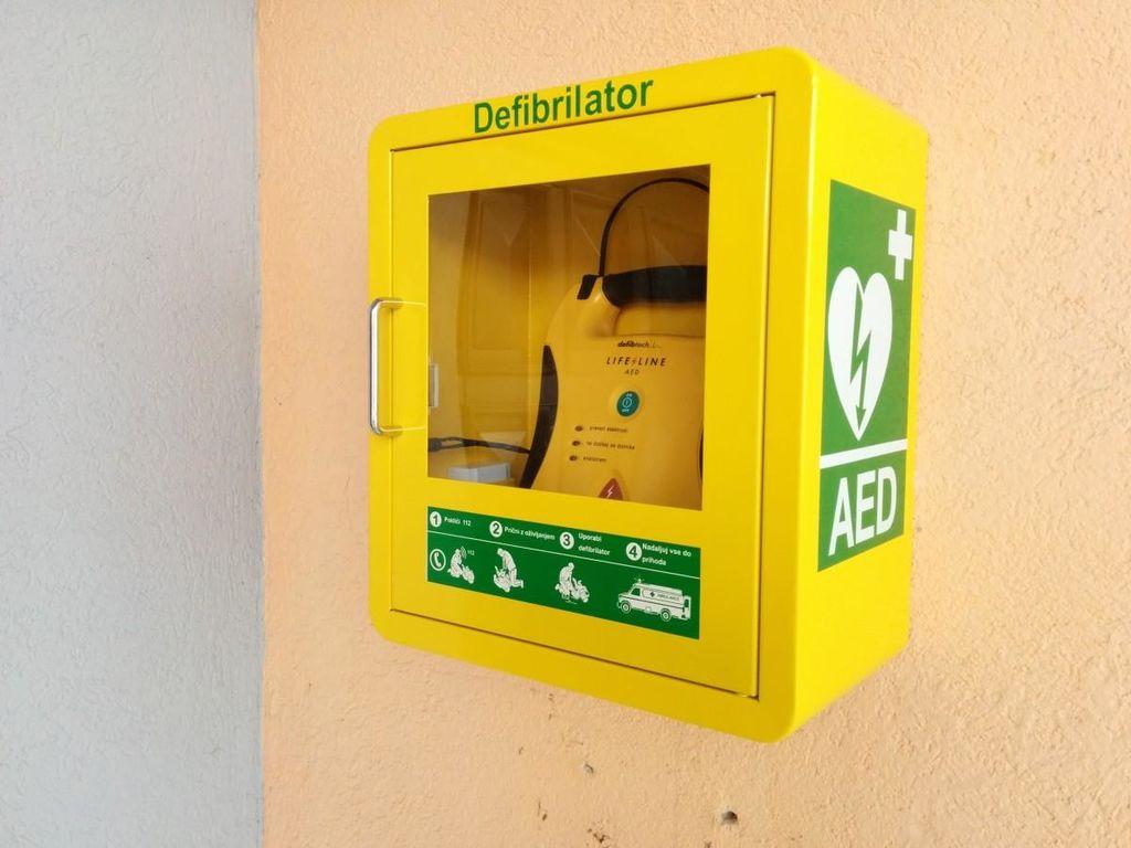 Prva pomoč in uporaba AED aparata