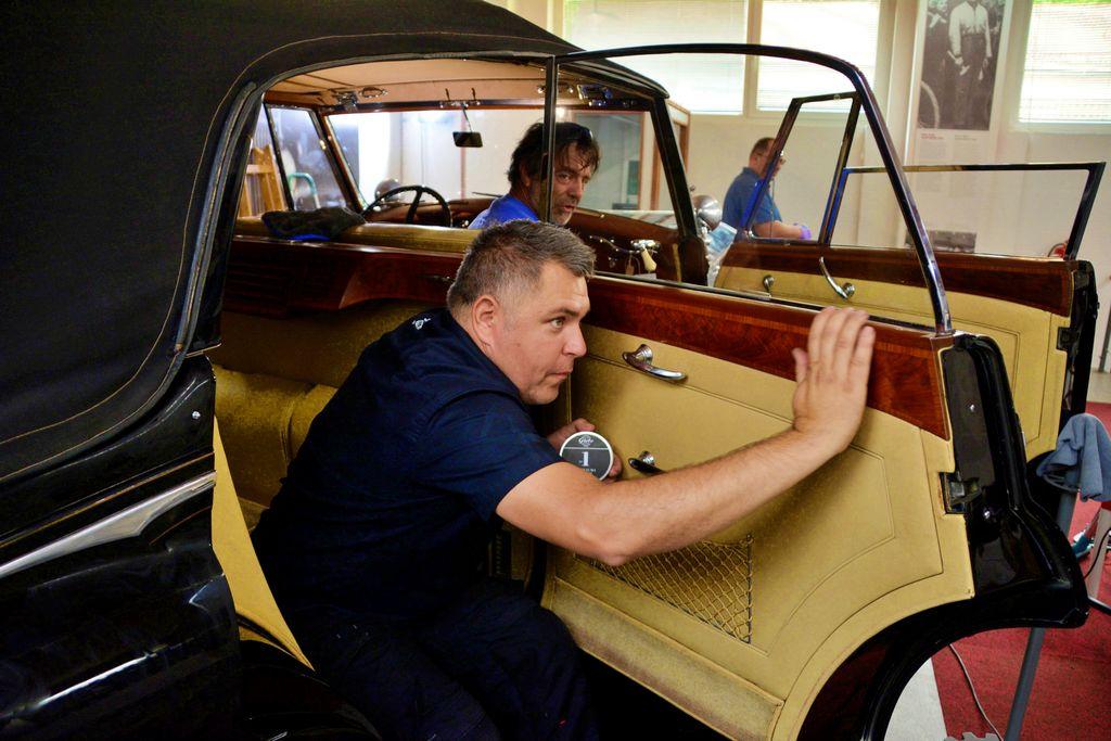 Titovo vozilo znova sijoče, sedaj na vrsti Hruščovo darilo?