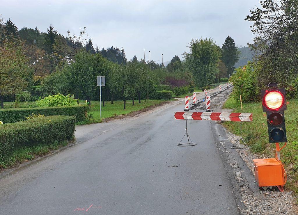 Začela so se gradbena dela na cesti v Podlipi