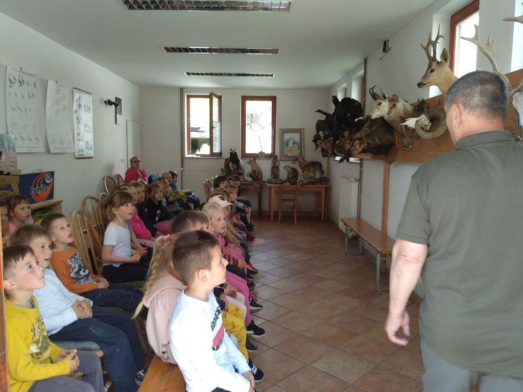 Maj v vrtcu v Borovnici