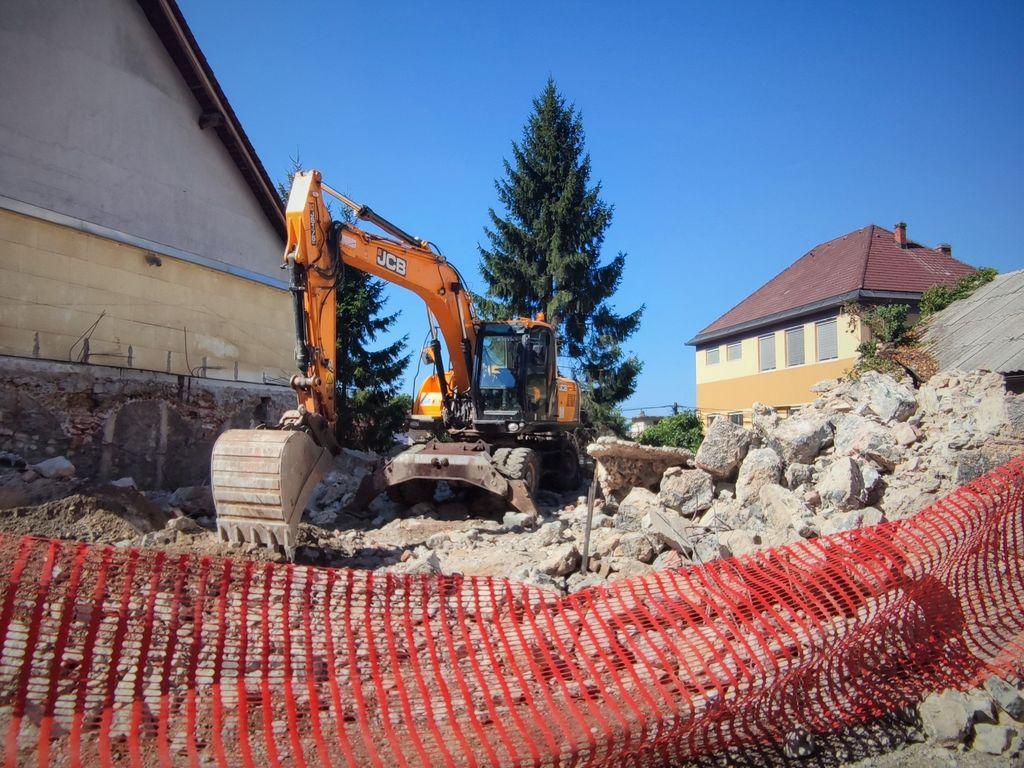 Porušena »Cukalova štala« čaka na prenovo