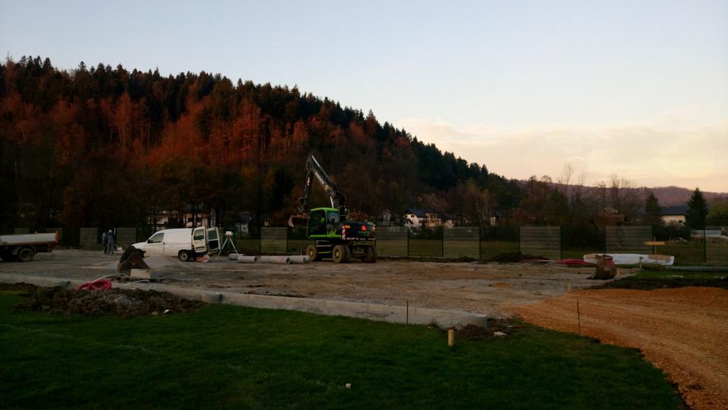 Začeli z gradnjo igrišča z umetno travo