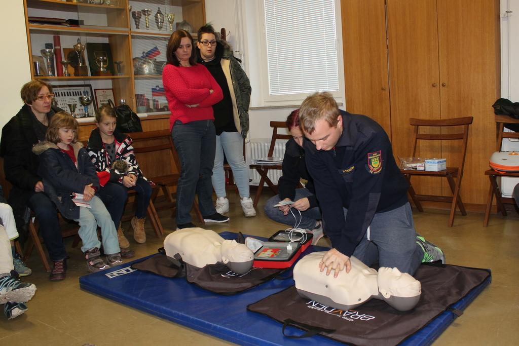 Bogatejši za dva javna defibrilatorja