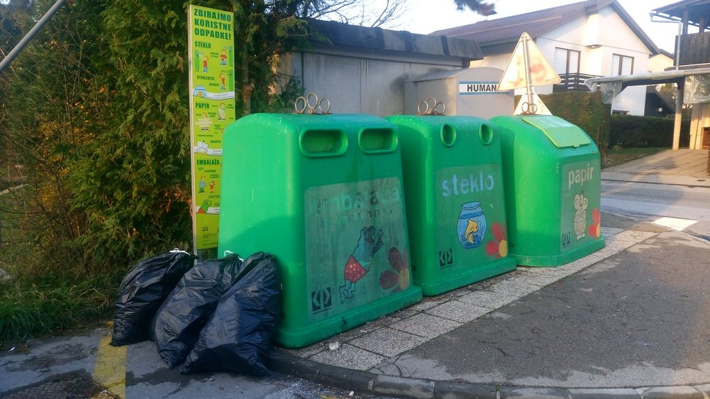 Zaradi nepravilno odloženih odpadkov vas lahko oglobijo za 400 evrov.